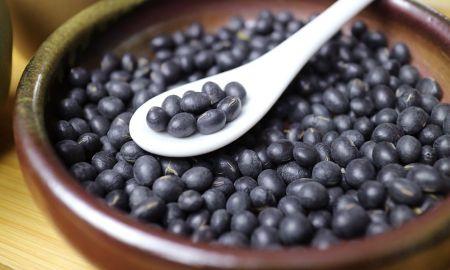 神奇的台灣青仁黑豆,小小一顆營養滿滿。
